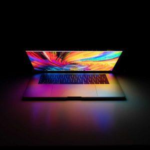 photo d'un ordinateur sur fond noir
